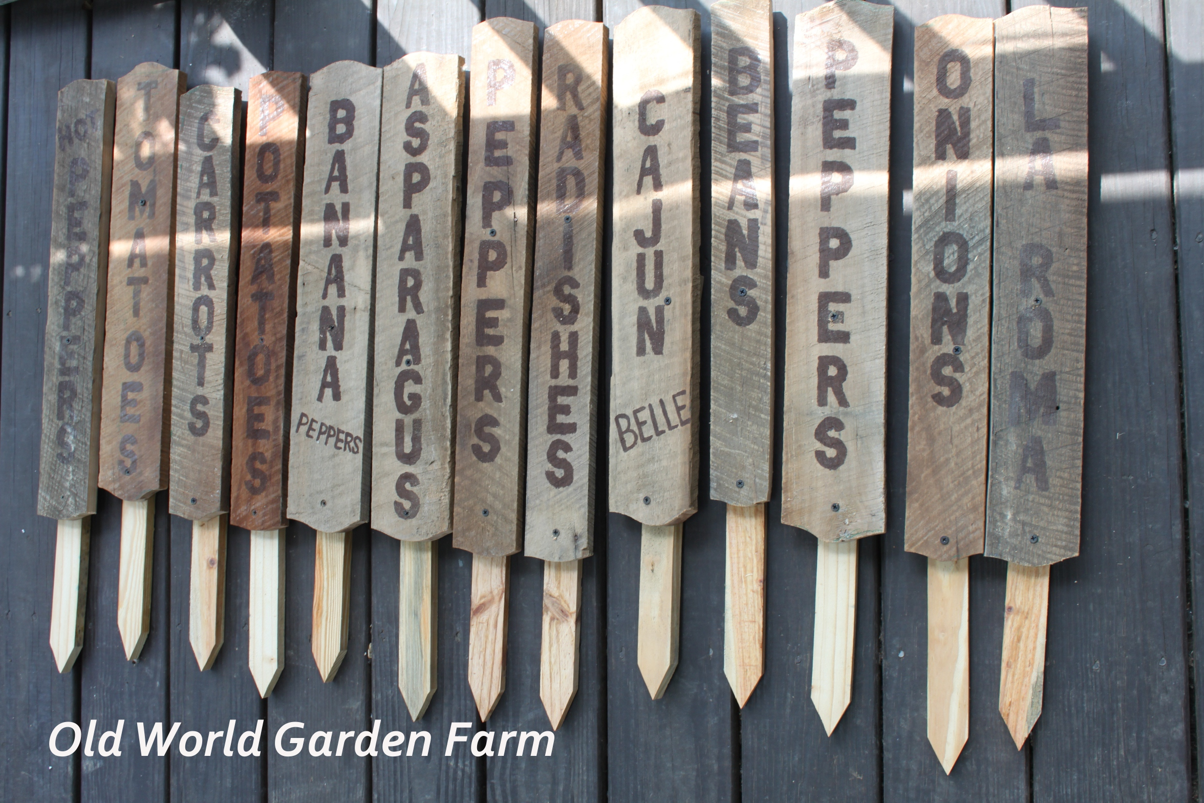 How to make cute garden signs from old barn wood for Things to make out of barn wood