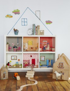 bookcase-dollhouse
