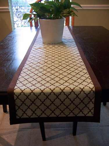 the top 14 mindblowing diy table runner designs. Black Bedroom Furniture Sets. Home Design Ideas